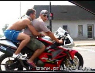 Перевернулись на мотоцикле