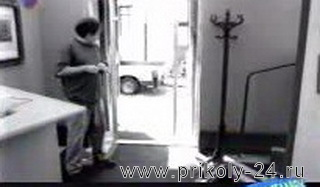 Розыгрыш с дверью